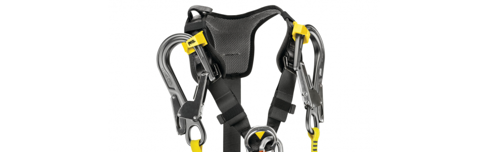 The MGO connectors of fall arrest lanyards can be stowed on each shoulder strap. The user is thus unhindered by the lanyard, and the connectors stay within reach. In case of a fall, the system releases the MGOs and allows the absorber to be deployed.