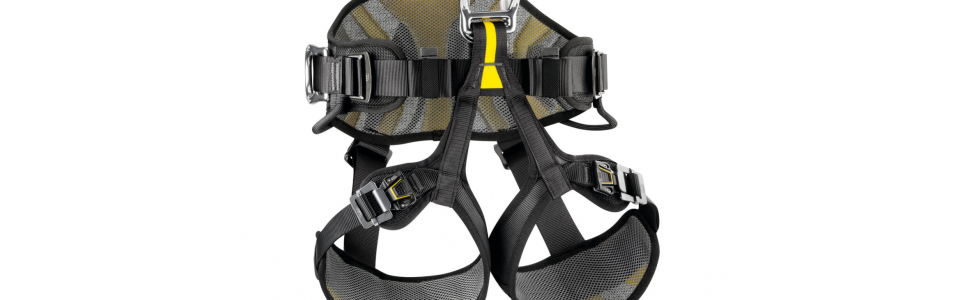 The Petzl AVAO BOD FAST features wide, semi-rigid waist belt and leg loops that provide excellent support. Its lightweight, breathable construction maximises airflow.