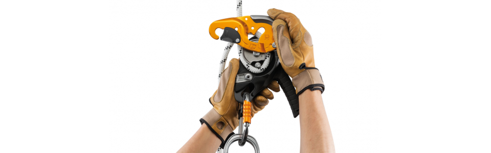 The Petzl I'D S has a safety gate on the moving side plate allows the rope to be installed easily while the device remains connected to the harness.